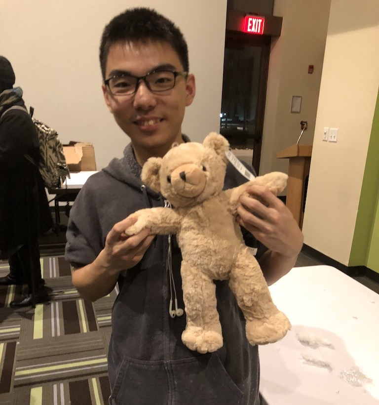 During an event, popoway was making a teddy bear from scratch.